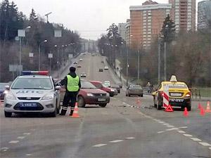 Таксист-нарушитель протаранил машину с двумя детьми