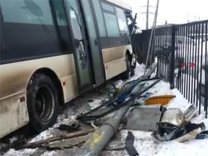 В аварии с участием автобуса 460М пострадали четыре человека