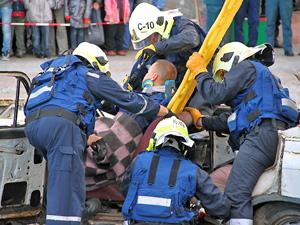 Спасатели спешат на ДТП