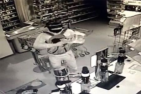 Налетчиков на магазин в 20-м микрорайоне поймали за полчаса