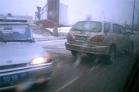 «Лексус» врезался в полицейский автомобиль на Алабушевской улице