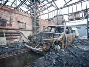 На Сосновой аллее сгорел автосервис