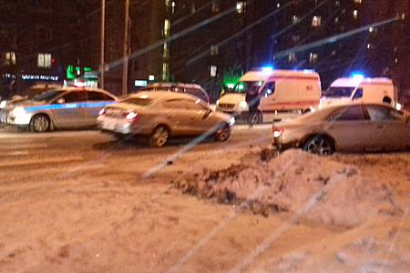 Два водителя пострадали в аварии у 1-го торгового центра