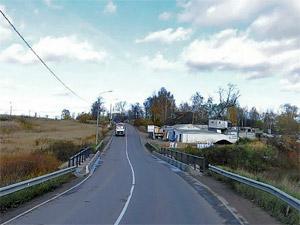 На Фирсановском шоссе фура столкнулась с легковушкой