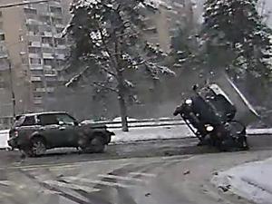 На Московском проспекте водитель вылетел из кабины перевернувшегося грузовика