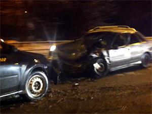 Пьяный таксист устроил аварию на Панфиловском проспекте