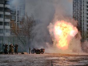 В 16-м микрорайоне устроили взрывы и стрельбу