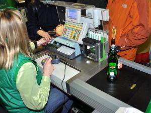 Продавцам алкоголя разрешили требовать паспорт у покупателей