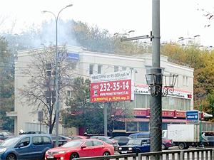 Дым от приготовления пищи в ресторане приняли за пожар