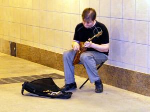 В подземных переходах зазвучала музыка