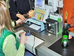 Кассир магазина простила вымогателя из общества защиты прав потребителей