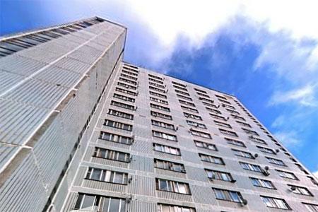 Жильцы общежития в 8-м микрорайоне третий день сидят без электричества