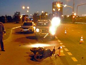 Внедорожник сбил скутериста на переходе
