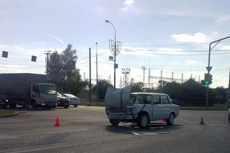 Водитель «копейки» попал в больницу после проезда на красный свет