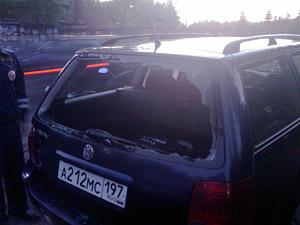 Пьяный скутерист разбил головой машину