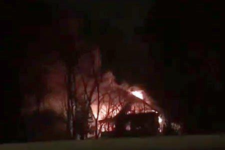 Возле автозаправки в Черной грязи сгорел дачный дом