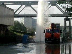 У префектуры забил 6-метровый фонтан