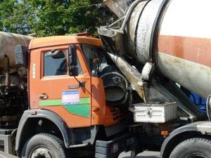 В аварию на Панфиловском проспекте попали две бетономешалки