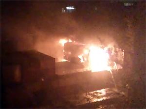 Во дворе дома в Андреевке сгорела бытовка