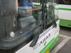 Шофера автобуса депремировали за разговоры по телефону