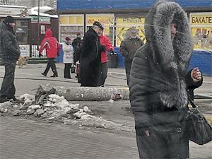 На Крюковской площади рухнул фонарный столб