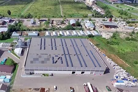 На крыше здания на Фирсановском шоссе выложили солнечными батареями матерное слово