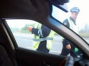 Повздоривших с водителем «гаишников» наказали выговором и переаттестацией