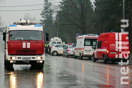 На место ДТП на Озерной аллее съехались скорые и машины ГИБДД и МЧС