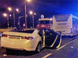 На проезде 657 иномарка разбилась об автобус
