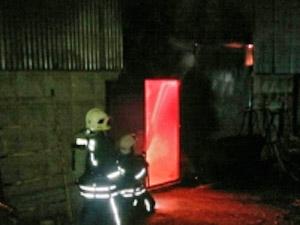 На Заводской улице сгорела сжигавшая мусор металлобаза