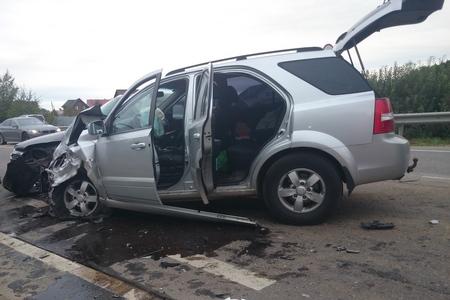 ДТП вПодмосковье: Машина врезалась встолб, пострадали 4 человека