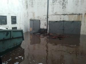 Ливень привел к потопу в бомбоубежище