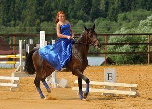 В конном клубе Vsedlo.ru стартует конкурс «Очаровательная всадница»