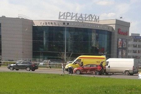 Проехавшая на красный свет девушка устроила ДТП на Панфиловском проспекте