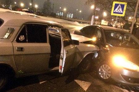 Пьяный водитель устроил аварию у 8-го микрорайона