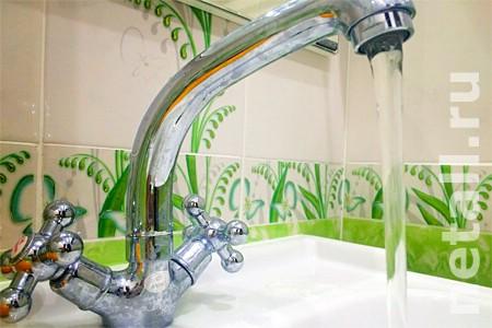 Префектура попросила коммунальщиков не отключать горячую воду раньше лета