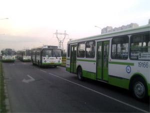 15 автобусов застряли в пробке из-за аварии