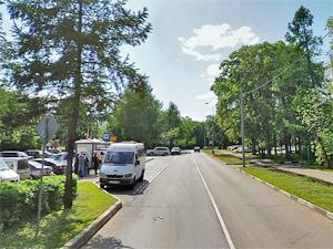 У горбольницы автомобиль сбил 14-летнюю девочку