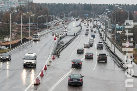 Мосту у МИЭТа требуется реконструкция для защиты пешеходов от грязи