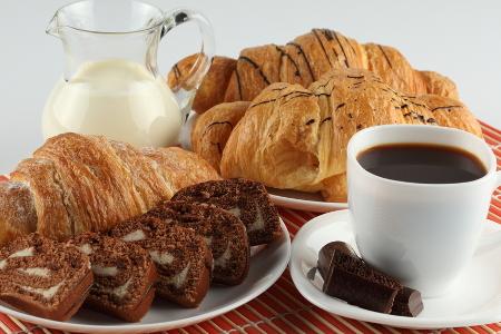 В новом кафе-кондитерской «Русский лес» на Центральном проспекте утренние и вечерние скидки до 30%