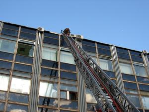 На пожаре в Северной промзоне спасли 7 человек