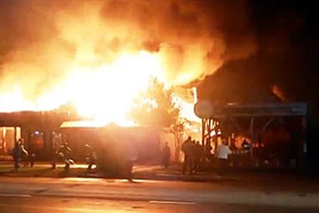 В Баранцево сгорели баня и кафе