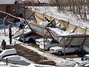В УВД под тяжестью снега рухнула крыша