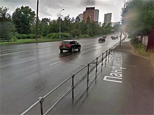 Пешеходов на Панфиловском проспекте защитят от брызг
