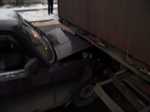 «Жигули» протаранили припаркованный грузовик