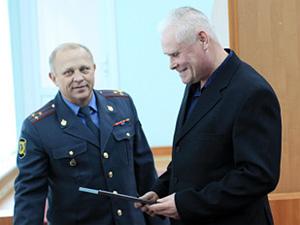 Экс-милиционера наградили микроволновкой за поимку грабителя