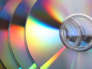 Пираты штамповали диски на съемной квартире