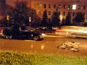 На улице Гоголя автомобиль сбил подростка на велосипеде