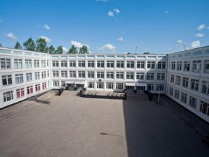 Власти отменили привязку детей к одной школе