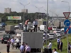 Трое арестантов сбежали из автозака по пути в Зеленоград